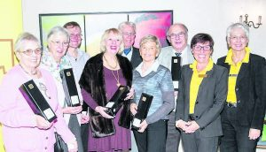 Die Siegerinnen des Benefiz-Bridgeturniers mit dem Vorstand des ZONTA Club Weinheim TL = 0.003 Sobel : 0.307 16:0.446 32:0.206 64:0.084 128:0.029 256:0.023