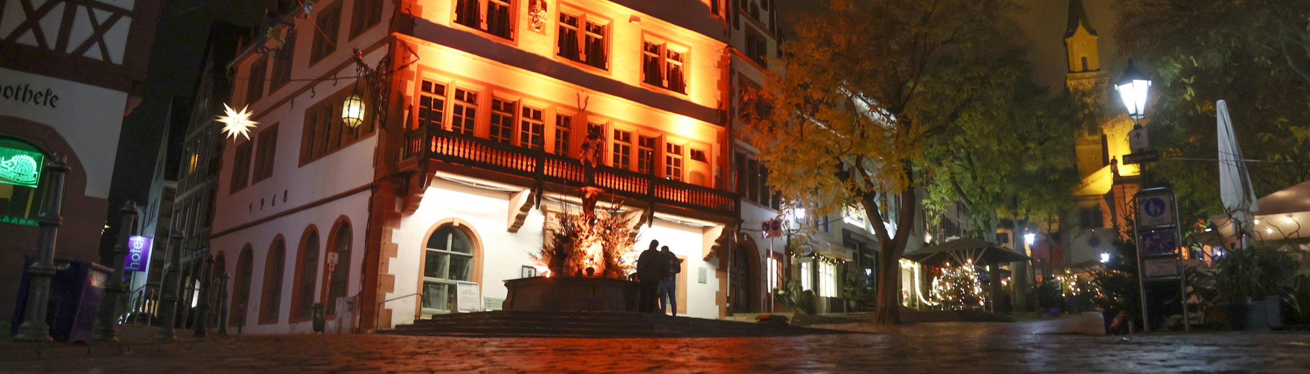 © Fritz Kopetzky, Altes Rathaus und Brunnen - ZONTA Weinheim e.V., 25.11.2020